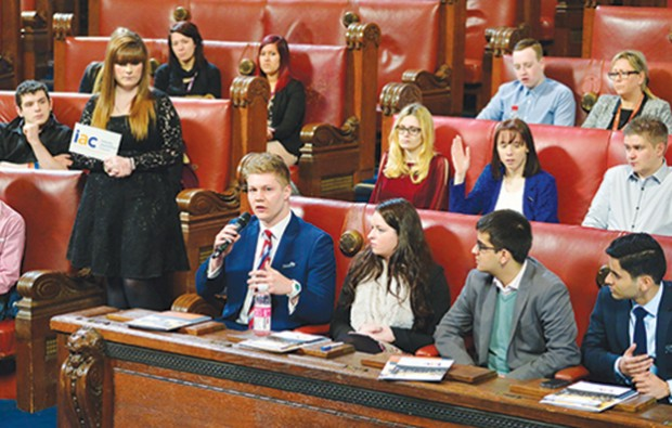 Apprentices tell of careers guidance problems in ministerial debate