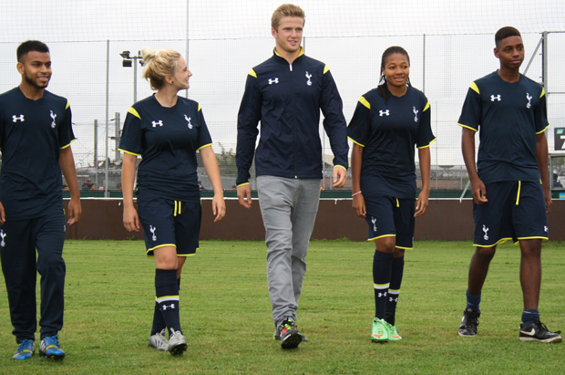 Spurs stars pass on football advice