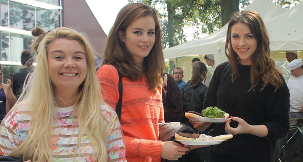 New students tuck in at barbecue