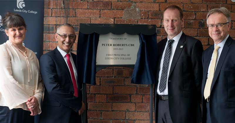 Plaque unveiled in memory of former principal Peter Roberts CBE