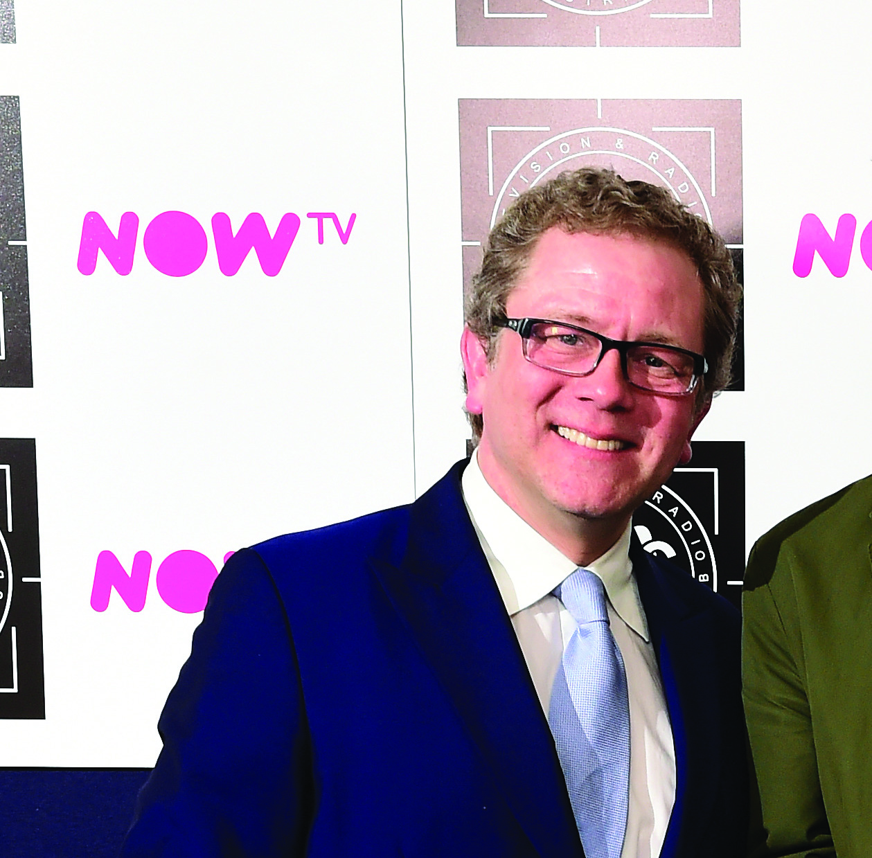 Jon Culshaw presents the Daytime Programme Sponsored by the Warranty Group award to winners Pointless in the press room at the 2016 Television and Radio Industries Club Awards, Grosvenor House, Park Lane, London. PRESS ASSOCIATION Photo. Picture date: Tuesday March 8, 2016. Photo credit should read: Ian West/PA Wire